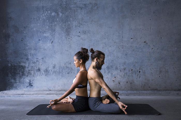 yoga para pareja