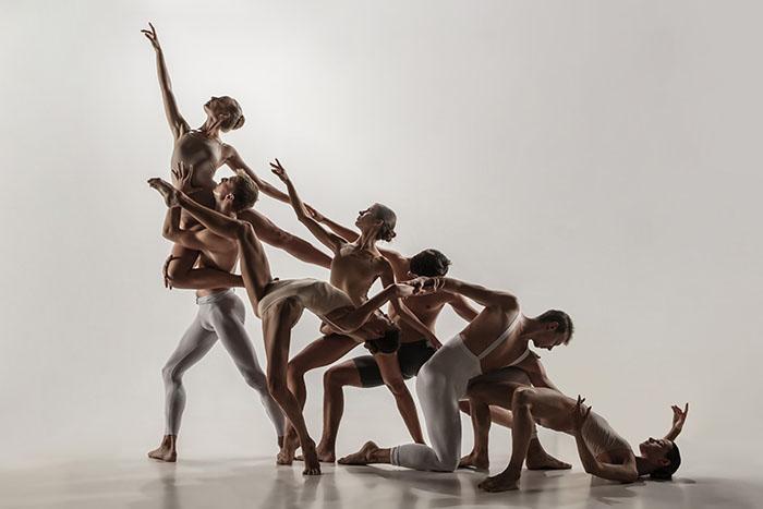 bailarines de danza contemporánea