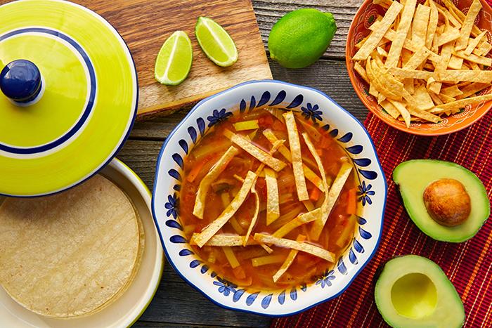 preparar sopa de tortilla